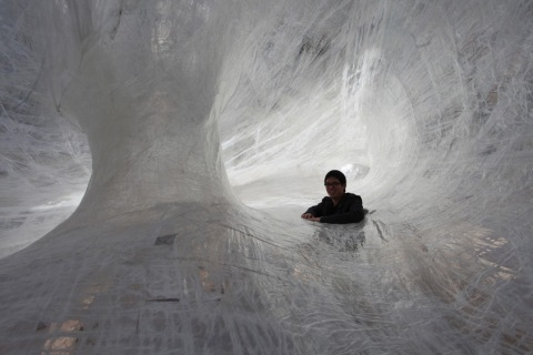वास्तुकला, फोटोग्राफी, डिजाइन ब्लॉग Spiderweb art installation in Melbourne, Australia exhibition architecture organic wire plastic fabric design cool trapped spider web