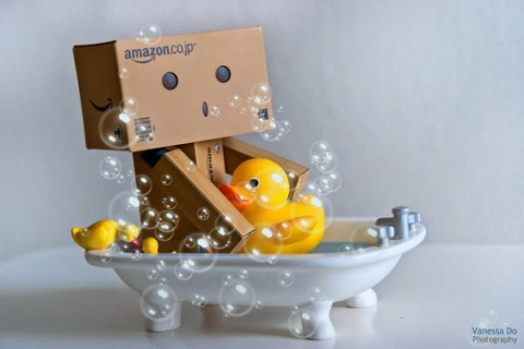 amazon danbo fun, photo, photography, smile, water, splash, bathtub, duckling, plastic yellow duck, amazon, tumblr, water games, splashing