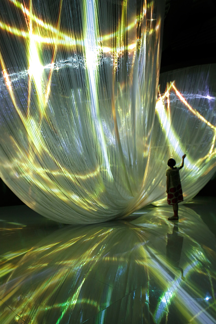 Nobuhiro Shimura lights, art, installation, photo, photography, design, fabric installation, led lights,  colour, fall in pop
