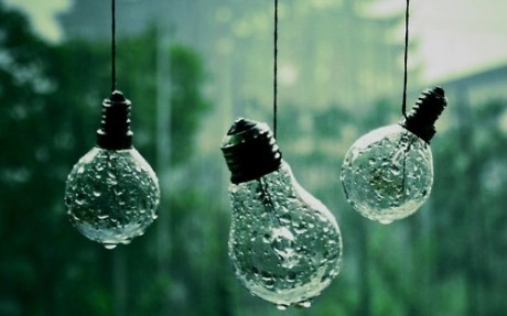 Rain light bulb water drops hanging light bulbs with water drops nature photographhy photo image flickr tumblr