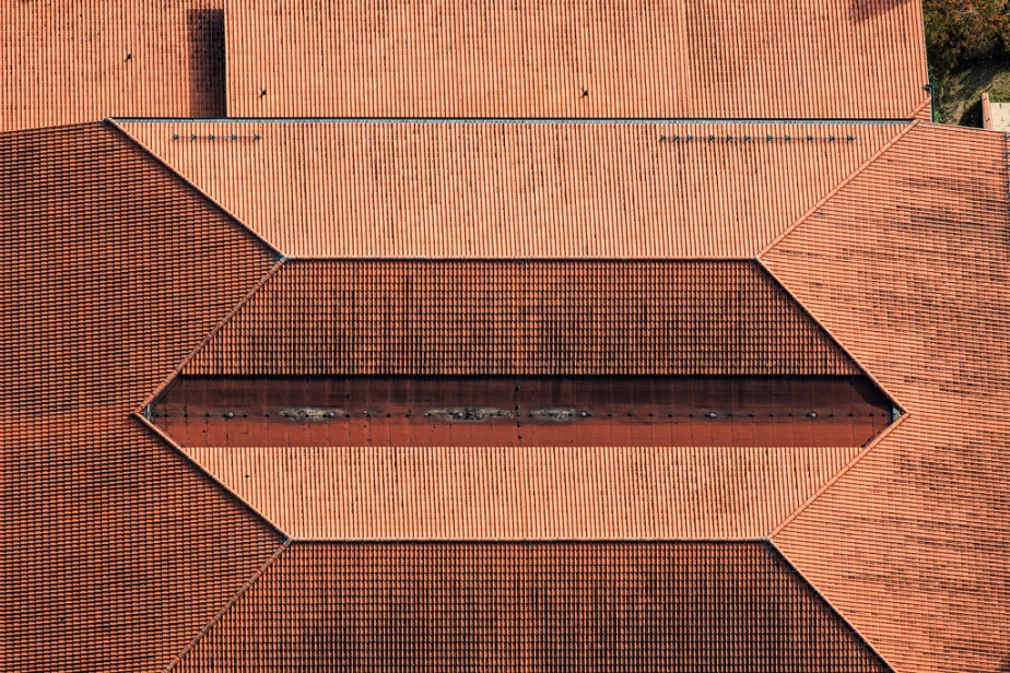 photography aerial photo roofs roof tiles ceramic red roofs 3dimensional 2dimensional transformation of space image photo pattern roofs angular slopes architecture