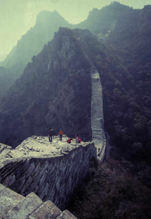 great wall of china monument stone architecture wonder of the world photography dynasty chinese wall travel trip explore travaller visit wall of china trecking camping holiday destination flickr tumblr photography blog great best blog stunning landscape photography