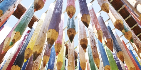 note, pencils, gigantic installation colourful pencils sculpture art perspective amazing photo photography tumblr blog