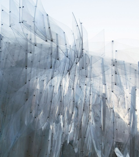 Based on Orproject's research into anisotropic sheet morphologies, the geometries have here been used in a structural orthogonal orientation and form a system of columns, arches and vaults, all based on single-curved elements. The resulting field of lines takes the viewer's eye across the structure and into the sky, and like a giant flower Ban is hovering in the air above Beijing's ancient Hutong roofs.