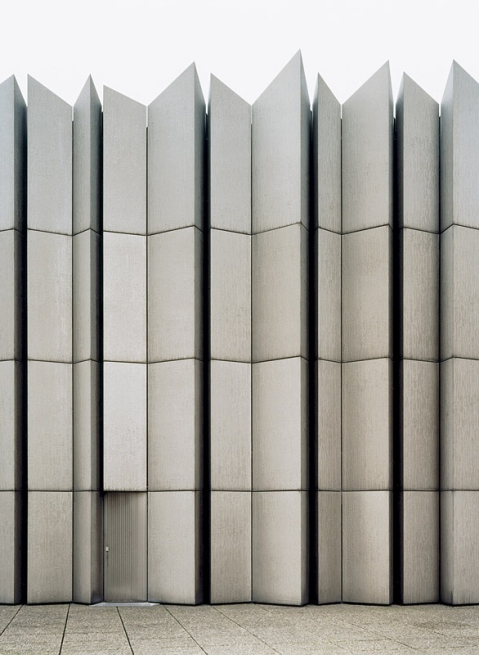 Brüssel architecture minimalist facade photography sharp edges brussels minimalism white contrast door organic architecture