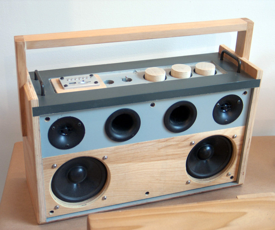 diy radio hifi self build design music player stereo mobile cool funky radio design speakers sound photography artistic wood product design