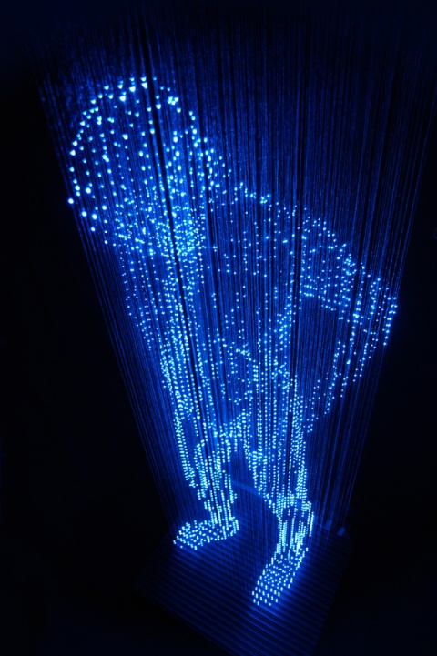 Japanese artist Makoto Tojikil is fascinated by light. He uses it in ways that create amazing illusions and out-of-this-world experiences in a subtle, inquisitive way. art installation light art LED art blue man photograph photography image