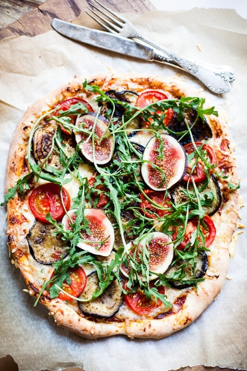 Pizza topping stone oven backed pizza amazing with figs honey rocket ingredients tomatoes fresh produce healthy green vegetable pizza