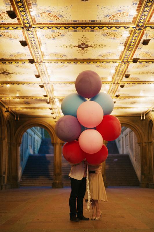 romantic paris balloon couple love romace wedding photography cute beautiful