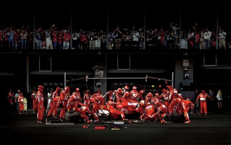 formula 1 one pit stop crew racing driver photography photo behind the scenes look