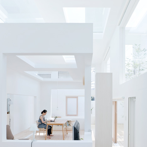 House N by Sou Fujimoto Architects Oita, Japan by photographer Iwan Baan modern design white cube box japanese minimalistic architcture minimalism house living flat rectangle shapes grid asian architecture light sun climate japon