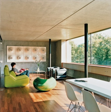 moinian-meili-house prefabricated concrete house switzerland minimalism zurich architect modern concrete architecture pop culture modern furniture colorful