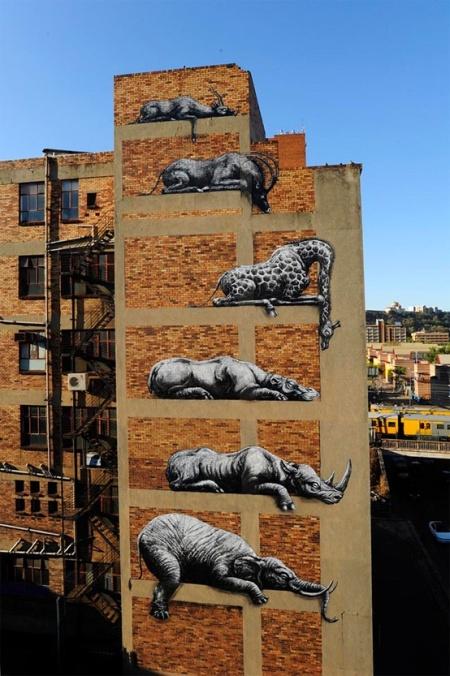 building art graffiti painting animals funny street art graffiti painting roa animals african stacked animals artist cool street graffiti spraying johannesburg
