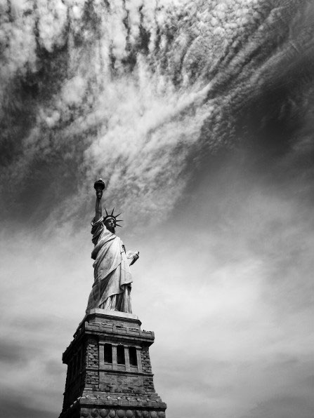 Nina-Papiorek black and white photography statue of liberty new york usa boston freedom l sight seeting visit tourist places to travel see NY big apple