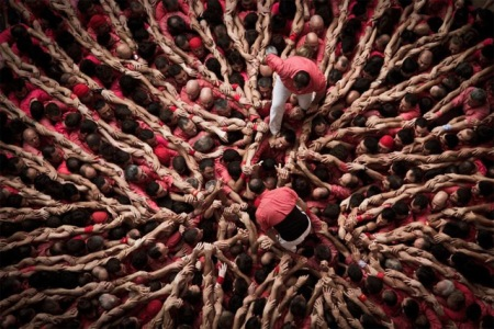 'Castells' - fantastic photographs by David Oliete capturing the human tower-building competition in Tarragona,