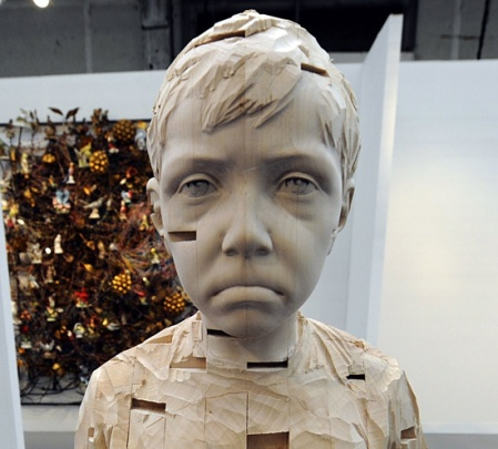 Gehard-Demetz-art-wood sculpturesstrange weird disturbing children faces sculpture instllation wood timber carved out artist art