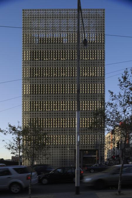 The Design Hub - new design department headquarters of Melbourne's Institute of Technology, designed by Sean Godsell Architects in conjunction with Peddle Thorp Architects, featuring a facade made thousands of discs creating an almost honeycomb effect and functioning as automated sunshades.