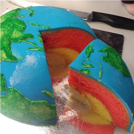 Series of photos, showing the amazing planetary cakes, creations of the self-taught chef Rhiannon at Cakecrumbs. The structural layers of the cake for Jupiter are represented by the mudcake in the core (rock/ice), followed by the layer of almond butter (liquid metallic hydrogen) and finally coloured vanilla (liquid molecular hydrogen.