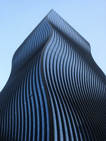 Dutch firm ArchitectenConsort just completed a wavy new skyscraper that brings a fascinating change to the cityscape of Seoul, South Korea. The undulating glass facade of GT Tower East makes it look different from every angle.(via mymodernnet)