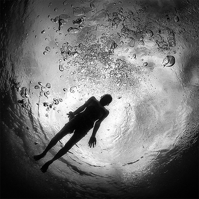 Black and White Underwater Photography by Hengki Koentjoro (4)
