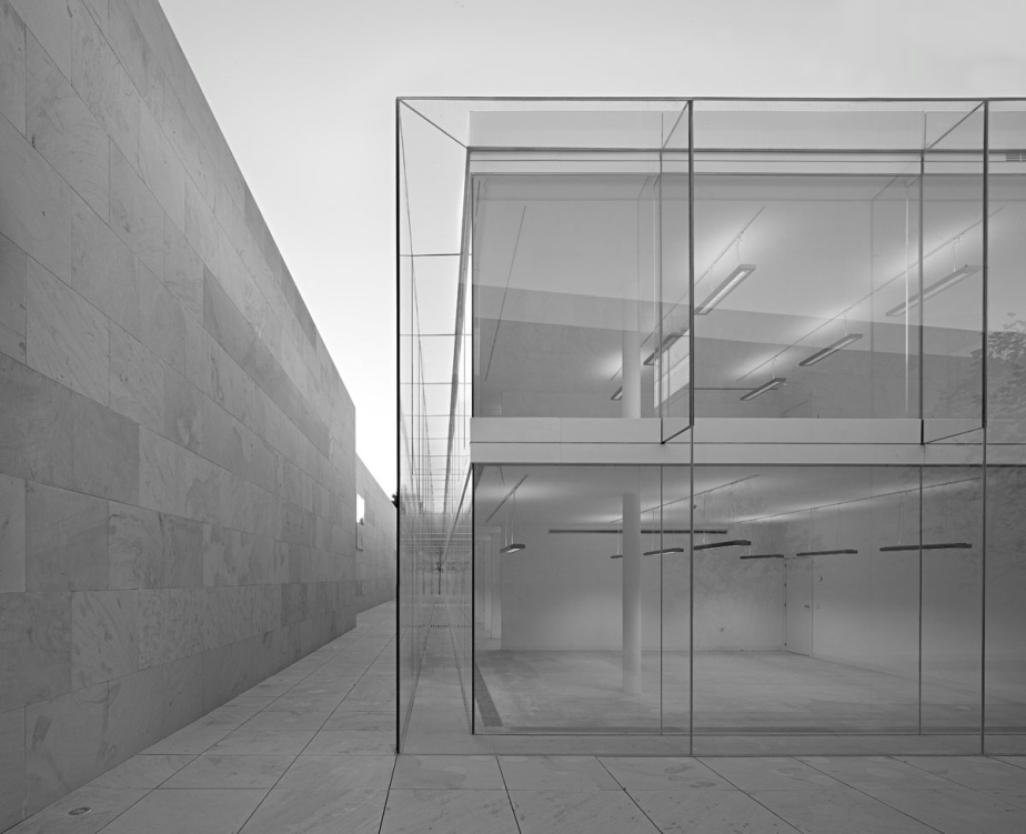 The offices of the Castilla León Junta by Madrid based architects 'ESTUDIO ARQUITECTURA CAMPO BAEZA' / photographs by Avier Callejas Sevilla