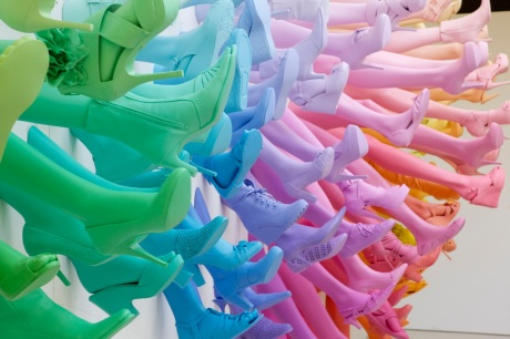 A Rainbow of Shoes and Legs for Breuninger by John Breed (1)