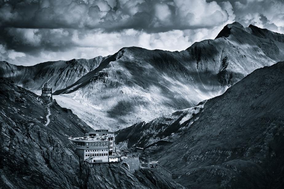 Monocromatic Alps by Jakub Polomski (1)