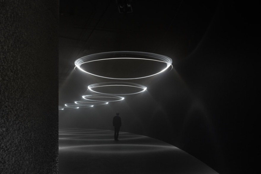 United Visual Artists  Momentum at The Curve, Barbican Center (4)