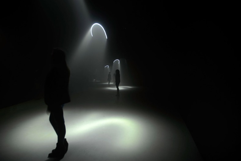 United Visual Artists  Momentum at The Curve, Barbican Center (6)