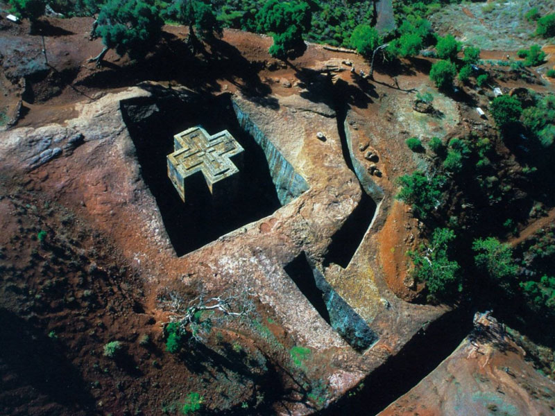 The Church of St. George is one of eleven monolithic churches in Lalibela, a city in the Amhara Region of Ethiopia. Originally named Roha or Warwar, this historical and religious site is currently accepted in the modern name of Lalibela, after King Gebre Mesqel Lalibela of Ethiopia, who is regarded as a saint-like figure by the Ethiopian Orthodox Tewahedo Church. / Text via Wikipedia, unknown phootgrapher