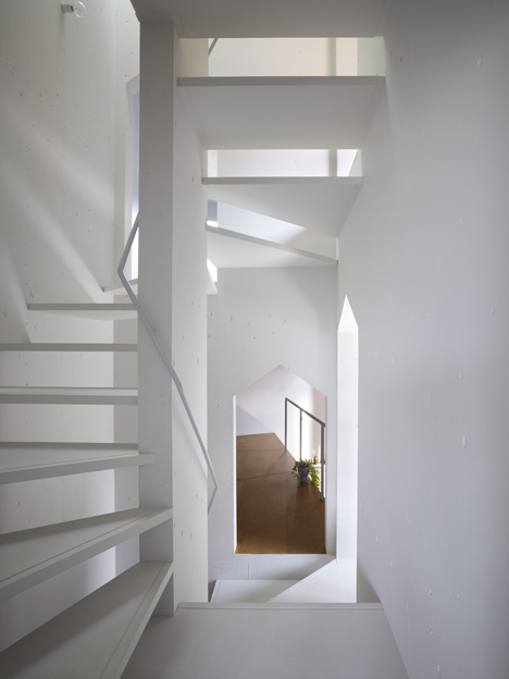 House in Fukawa by Suppose Design Office (2)