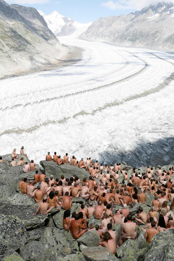 Spencer Tunick Power to the People (1)