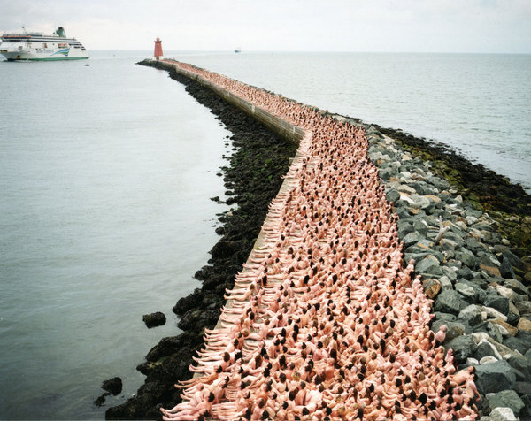 Spencer Tunick Power to the People (5)
